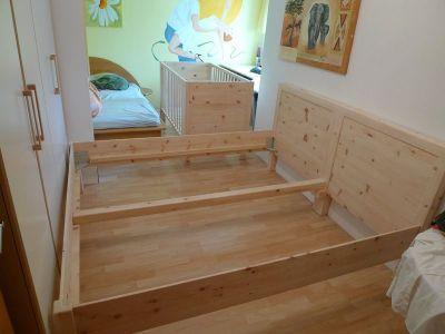 Zweites Bett aus Zirbenholz