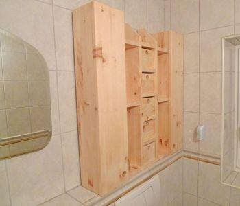 WC-Schrank aus Resten von Zirbenholz